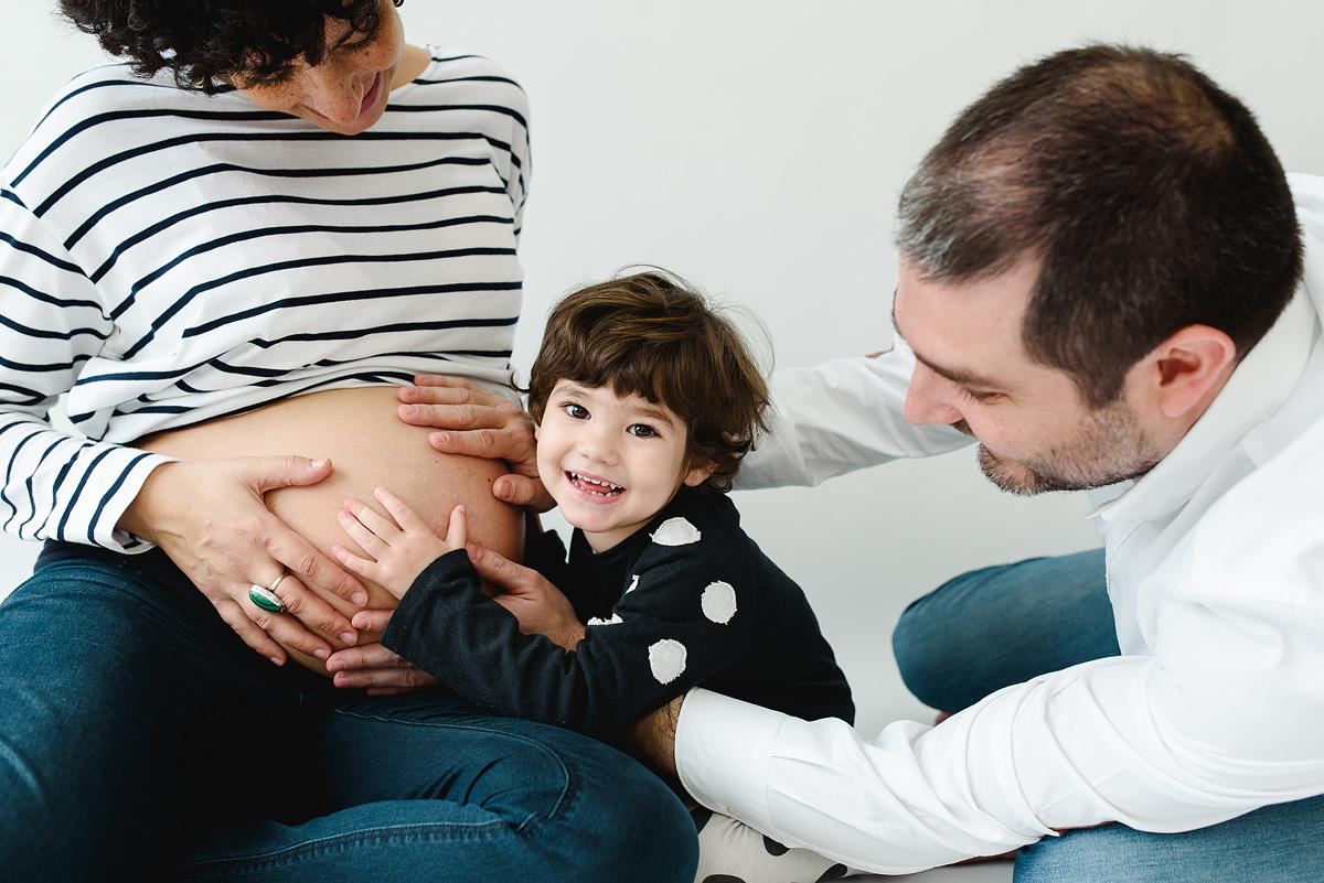 Sesión fotos de embarazo con hermanos